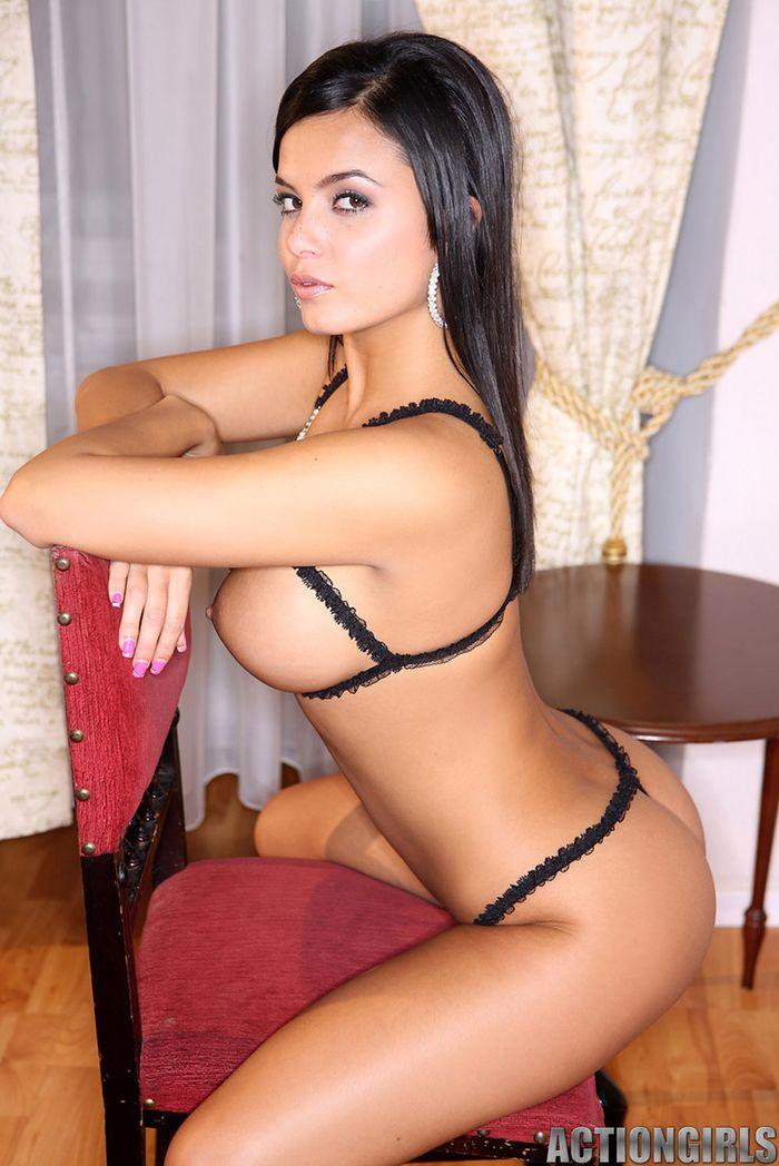 Красивые голые девушки: прекрасны, но развратны до невозможности!
