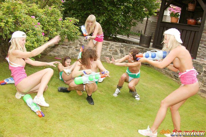 Снимки голых спортсменок в непривычных ракурсах