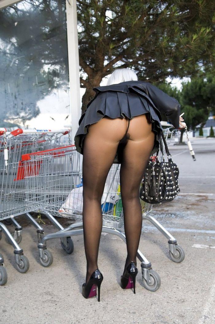 Эротика три голые на улице фото 613-221