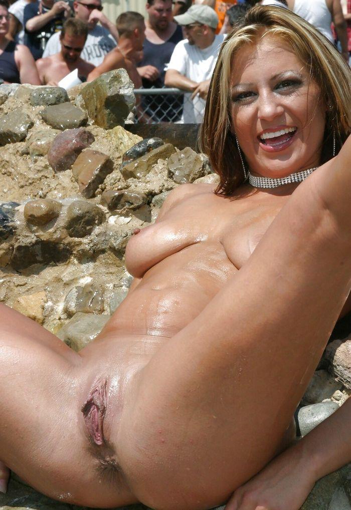 Порно женщина нудистка