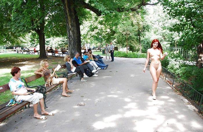 Эротические фото красивых женщин обнажающихся на улице