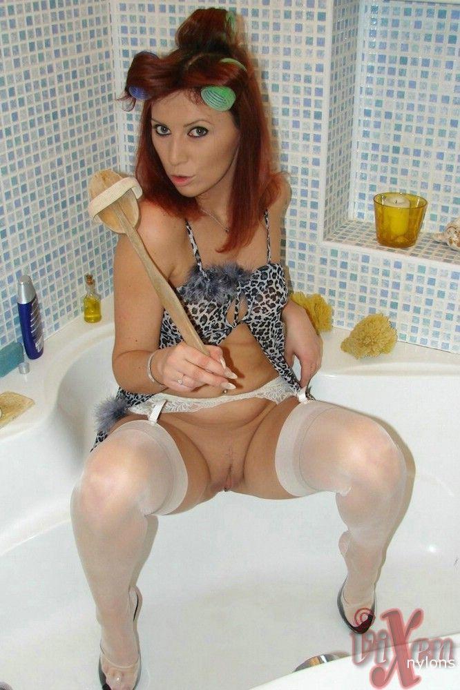12 Рыженькая развратница в ванной