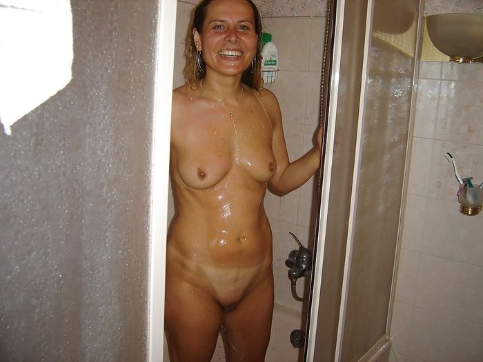 10 Горячие девки плещутся в ванной