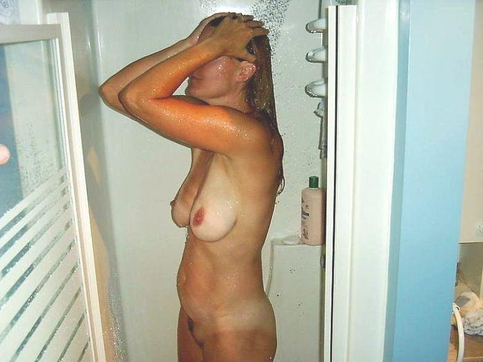 12 Горячие девки плещутся в ванной