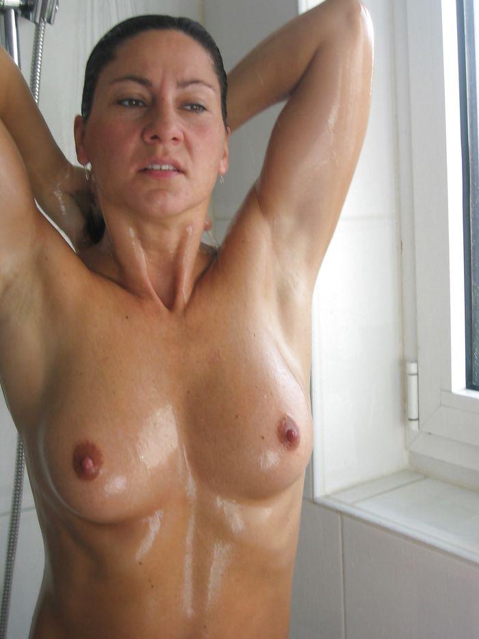 13 Горячие девки плещутся в ванной