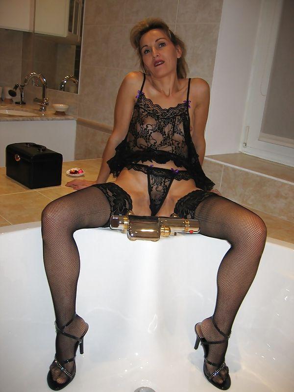 14 Горячие девки плещутся в ванной