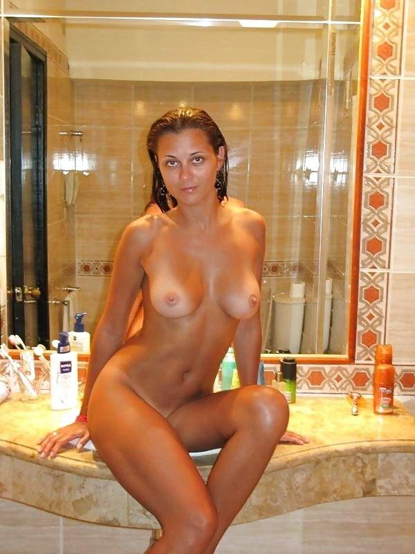 5 Горячие девки плещутся в ванной