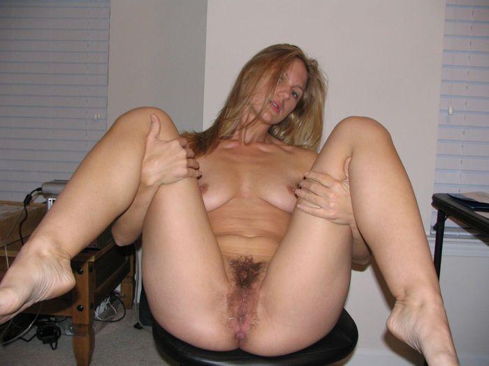 Сексапильные девки раздвигают ножки в порыве страсти