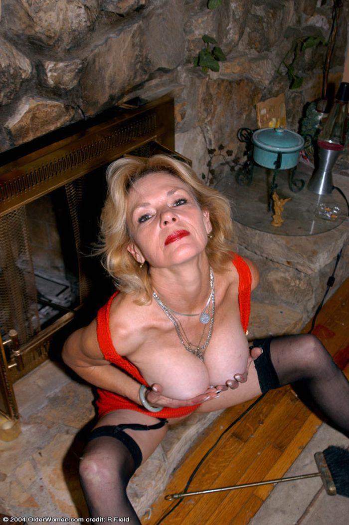 Смотреть как зрелые женщины позируют   само наслаждение!