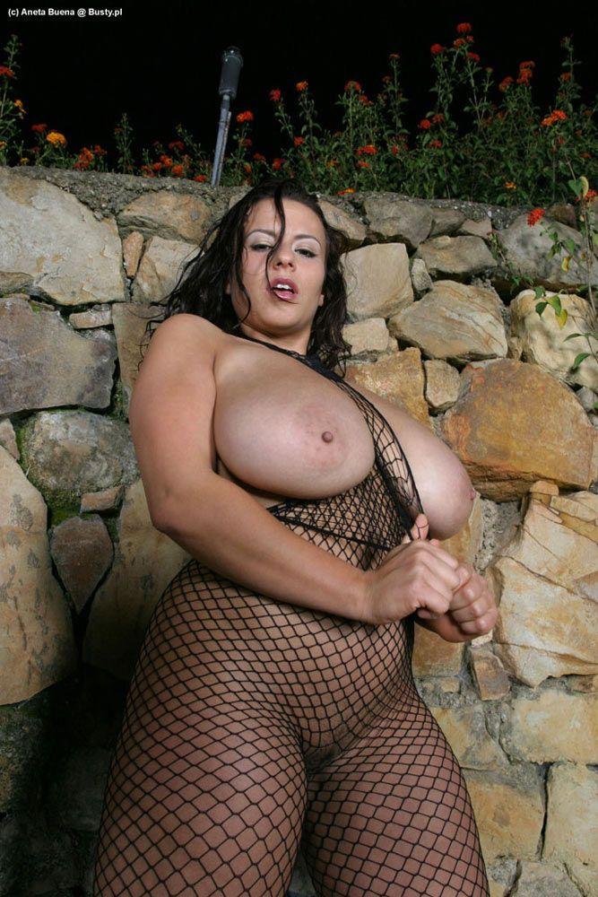 Голые и аппетитные жирные девки тоже хотят ласки