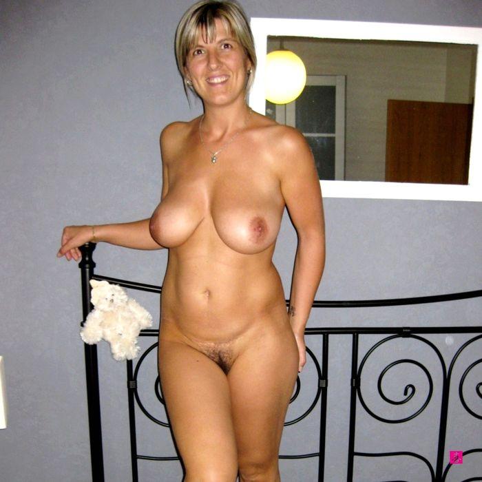 7 Голые жены позируют, чтоб сделать домашнее фото