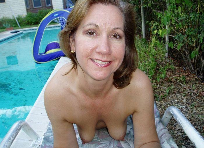 11 Частное откровенное фото голых зрелых дам