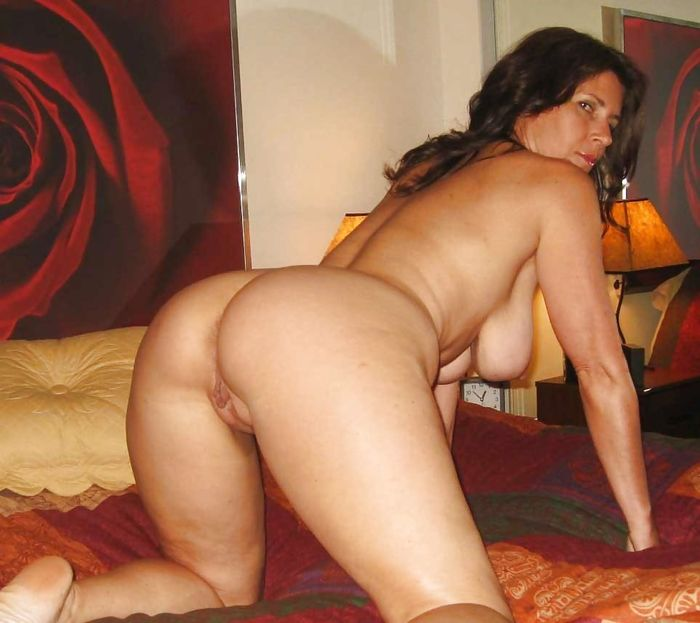 12 Частное откровенное фото голых зрелых дам