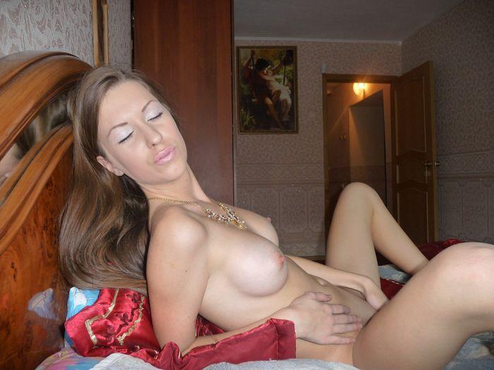 16 Домашние пикантные фото голых и возбужденных жен