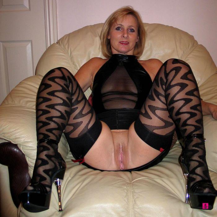 Соблазнительное и откровенное частное фото зрелых дам за 40
