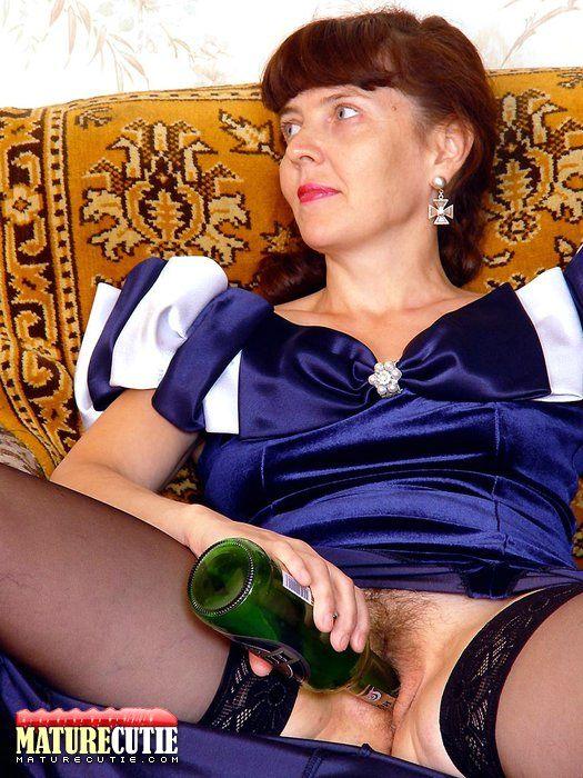 Пьяные зрелые женщины во всей красе