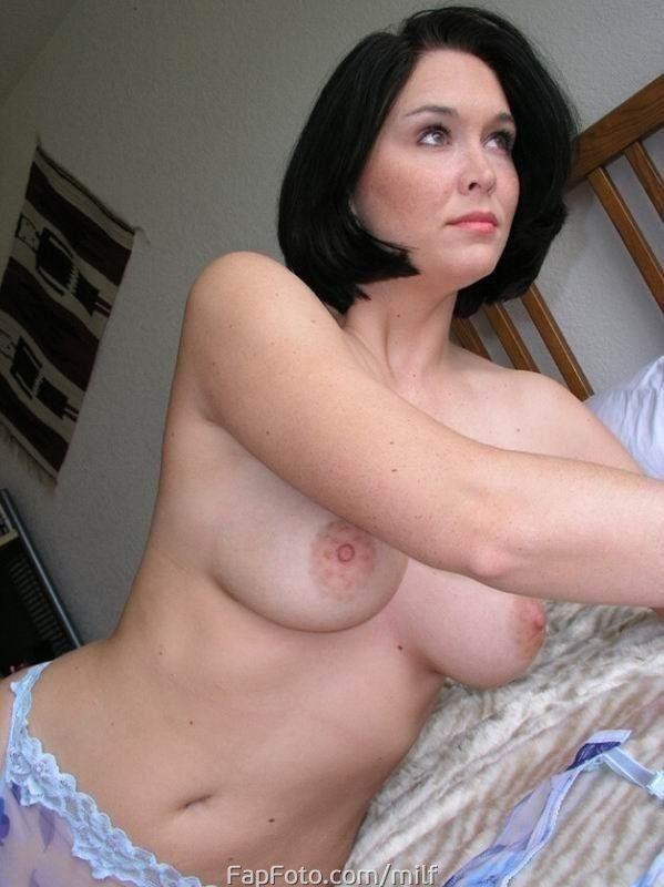 Очень интимное частное фото горячих зрелых женщин