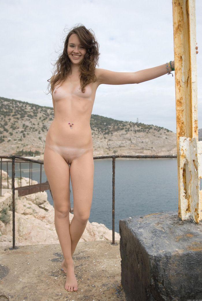 Посмотреть сексуальные фото голеньких писек можно здесь