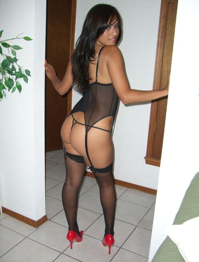 Фото голых девушек в стрингах и чулках 5 фотография