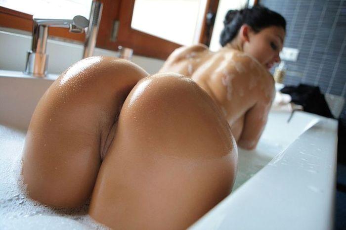 Фото девушек попок в душе венус хостейдж смотреть
