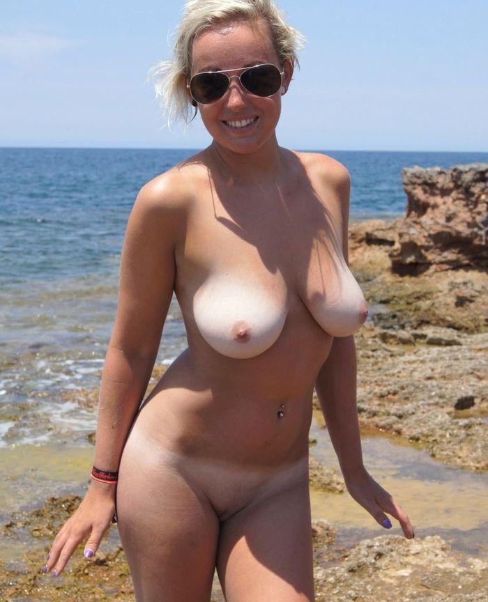 голые девушки на пляже частное видео