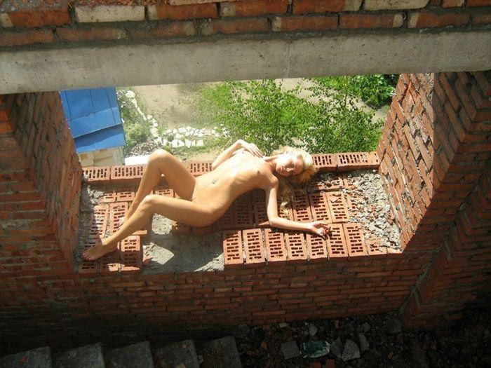 225 Красивые голые на улице хвастаются своими телами