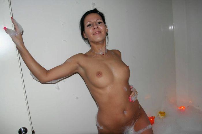 Бухие голые симпотки в пенной ванне