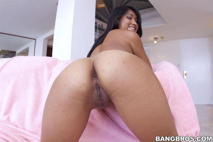 299 Азиаточка Alexis Glory с удовольствием раздвинет свои ножки