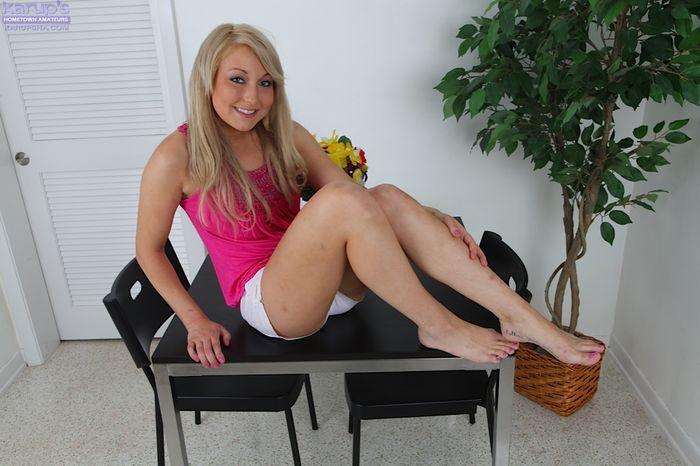 Блондинка Valerie White позволит сделать с ней все, что тебе угодно