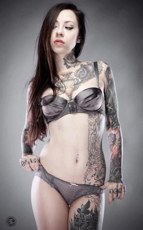 Татуированные няшки всегда популярны