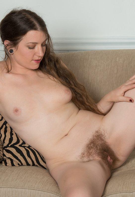 818 Женщины с небритыми кисками так естественны и прекрасны