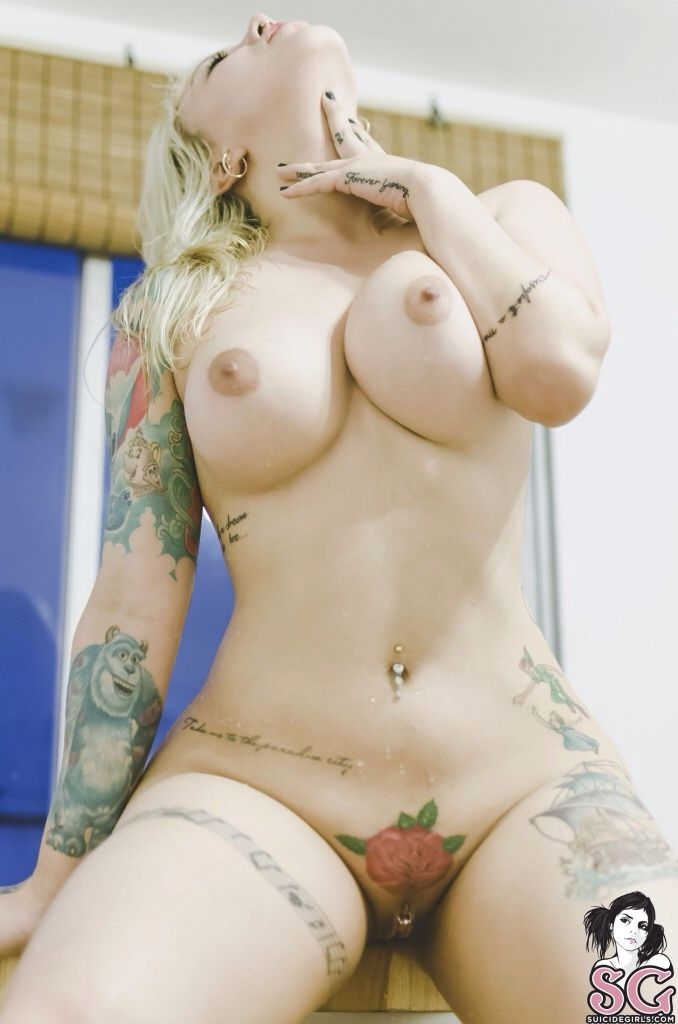 104 Необыкновенные красотки в татуировках