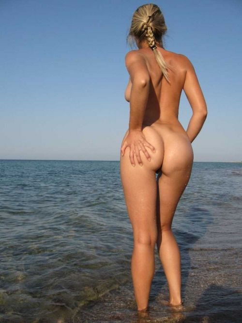Фото нудисток на отдыхе у моря