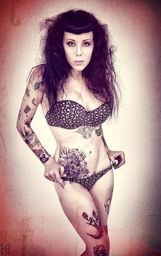 Подборка девушек с татуировками для ценителей