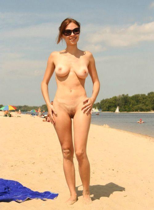 647 Фото нудисток на отдыхе у моря