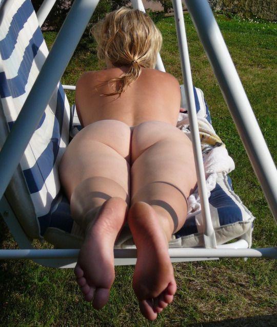 Голые на пляже невероятно сексуальны