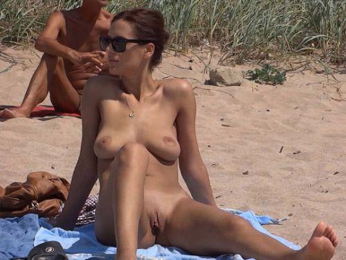 7 Красивые натуристки на летнем отдыхе