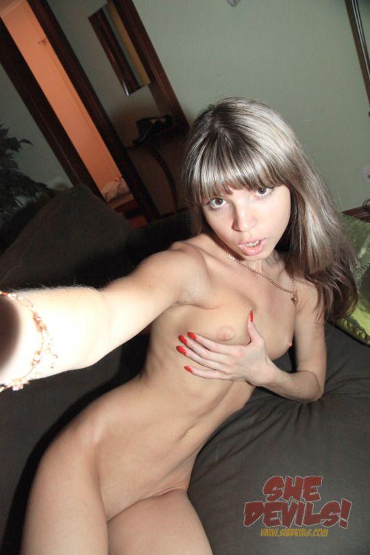 3 Красивая русская блондинка разделась