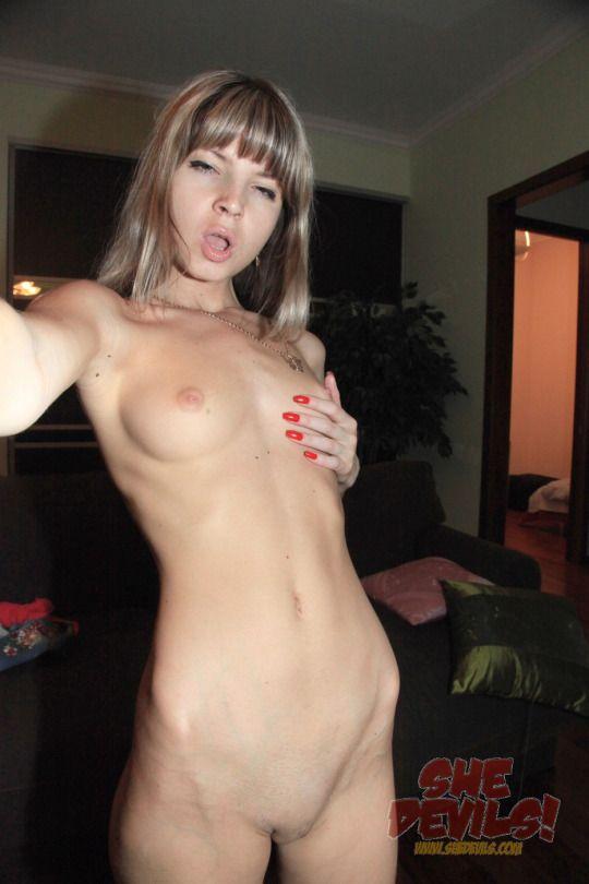 5 Красивая русская блондинка разделась