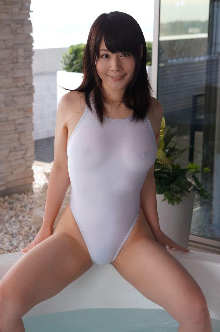Горячая японка зовет к себе в ванную
