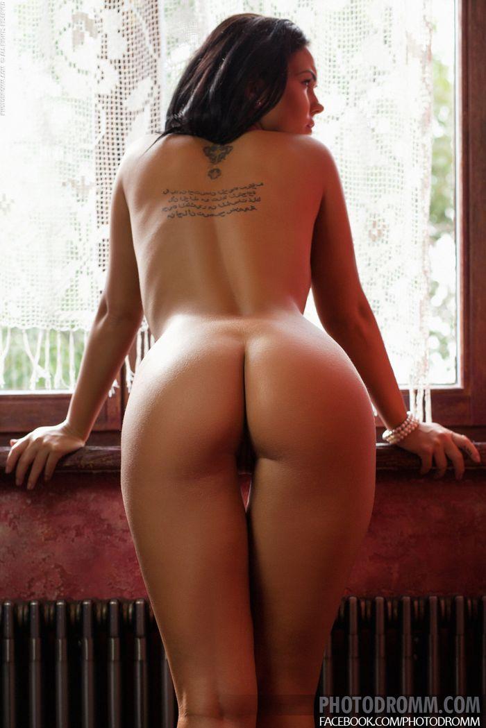 92 Фото груди брюнетки для ценителей