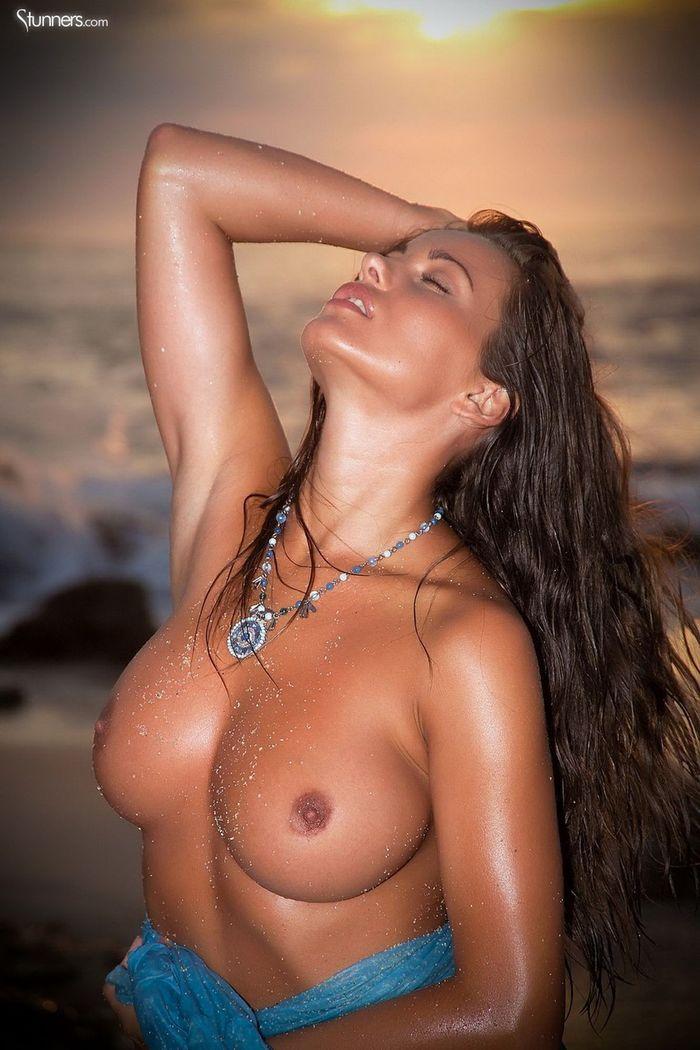 Busty Shaved Brunette Kyla Cole with Massive Tits 10 1 1 Сиськи крупным планом загорелой куколки