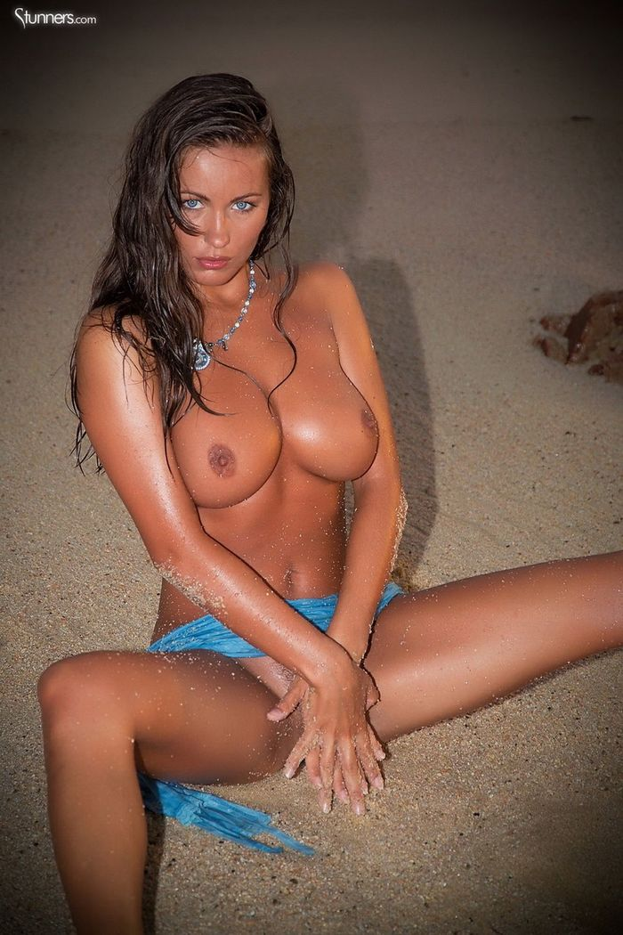 Busty Shaved Brunette Kyla Cole with Massive Tits 13 1 1 Сиськи крупным планом загорелой куколки