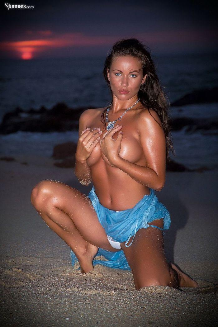 Busty Shaved Brunette Kyla Cole with Massive Tits 2 1 1 Сиськи крупным планом загорелой куколки