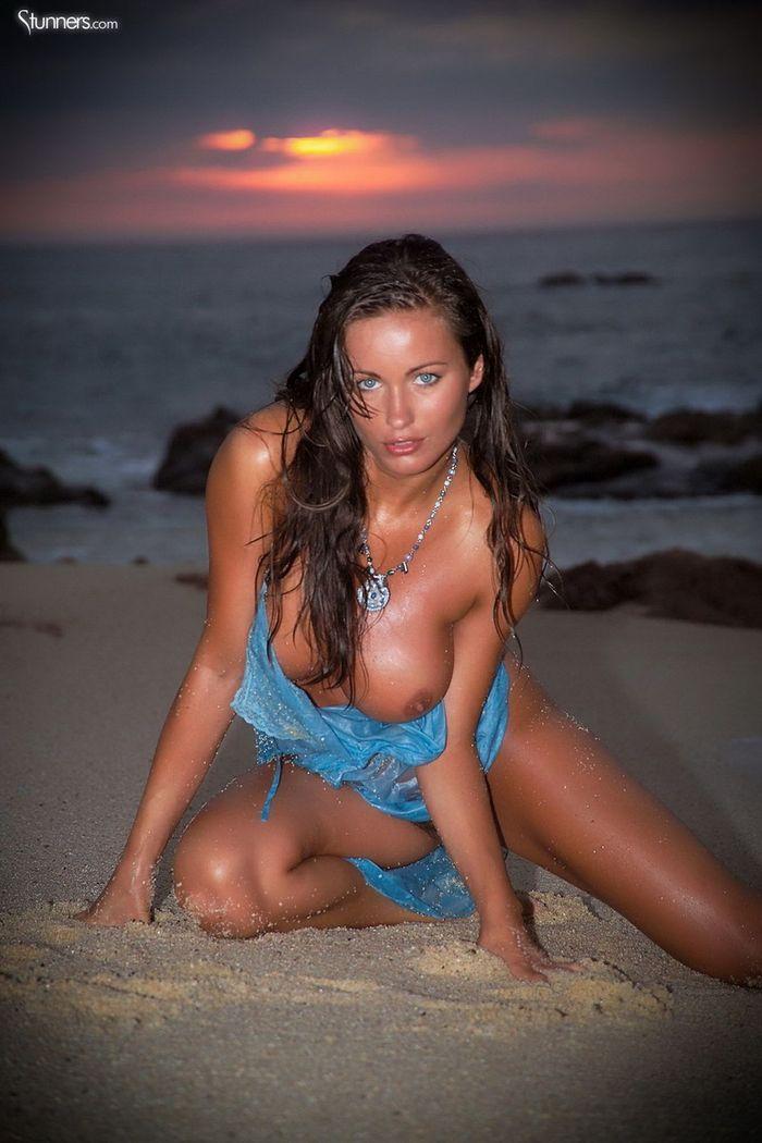 Busty Shaved Brunette Kyla Cole with Massive Tits 6 1 1 Сиськи крупным планом загорелой куколки