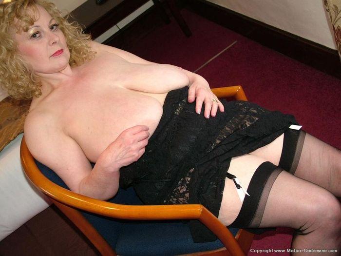 Mature Busty Old Annmarie with Big Naturals 1 1 1 Мамка в чулках в развратной позе на стуле