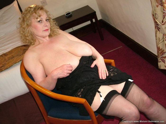 Mature Busty Old Annmarie with Big Naturals 2 1 1 Мамка в чулках в развратной позе на стуле