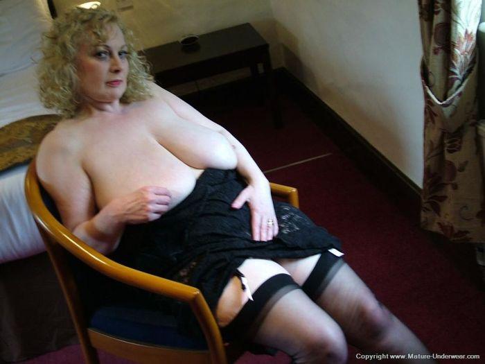 Mature Busty Old Annmarie with Big Naturals 3 1 1 Мамка в чулках в развратной позе на стуле