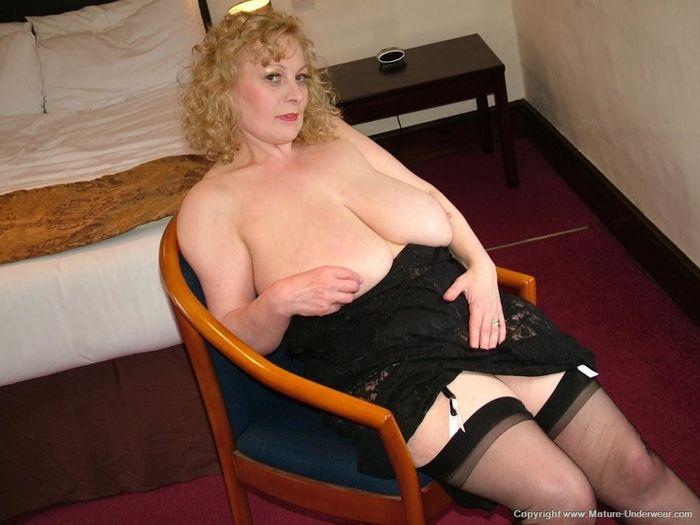 Mature Busty Old Annmarie with Big Naturals 4 1 1 Мамка в чулках в развратной позе на стуле