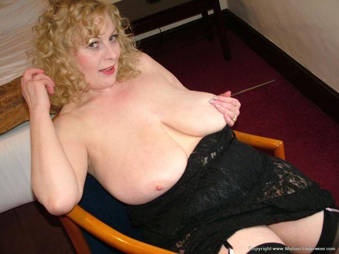 Mature Busty Old Annmarie with Big Naturals 9 1 1 Мамка в чулках в развратной позе на стуле
